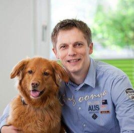 Jan Rieland und Bürohund Paul