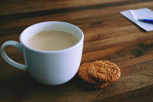 Lesetipp - Tasse Kaffee und Plätzchen