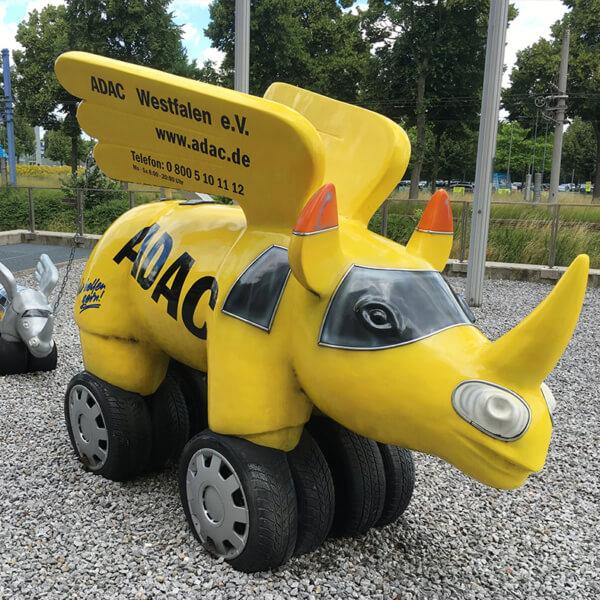 ADAC Westfalen - Nashorn vor Gebäude an der B1 in Dortmund